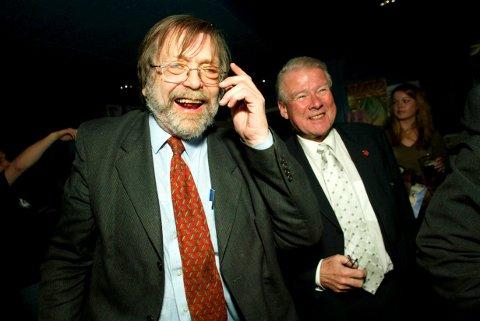 Bildet er i tatt i 2006 under en debatt om Frps fremgang holdt Det akademiske kvarter. Her sammen med Carl I. Hagen.