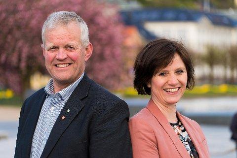 Nils T. Bjørke ligger an til å komme inn på Stortinget for Sp. Her med førstekandidat Kjersti Toppe fra Senterpartiet