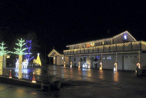 I Torvmarkvegen 39 har samboerne Ole-Christian Træen Skålevik (32) og Kjersti Olsen Evjenth (28) dekorert med over 40 000 lys.