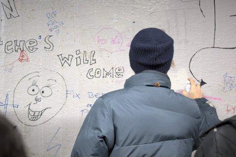 Kunstneren AFK ble kjent over natten med sitt Listhaug-bilde.