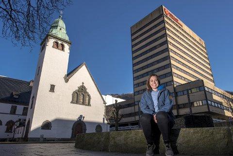 Anne Line Tufteland Kroken har jobbet med ungdom i St. Jakob menighet på Nygård de siste seks årene. 2. påskedag dro hun til New York for et nytt liv som prest i Sjømannskirken i den amerikanske storbyen.