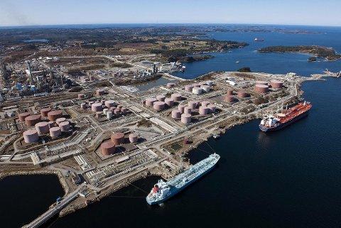 I alt 160 oljetankere var innom Mongstad terminal i fjor, går det frem av årsberetningen fra selskapet. FOTO: HELGE HANSEN, EQUINOR