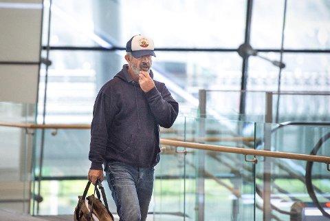Mel Gibson dukket opp på Bergen lufthavn Flesland fredag formiddag for å dra videre etter en knapp ukes ferie på Vestlandet.