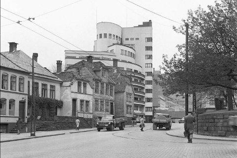 Kalmarhuset har vore eit bymonument i 80 år – eit stilisert superskip frå skipsfartsgullalderen. Bergens første skyskrapar var arkitekt Leif Grungs nasjonale gjennombrot.