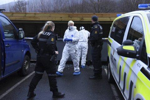 Torsdag formiddag er krimteknikere på plass i Hardangervegen.