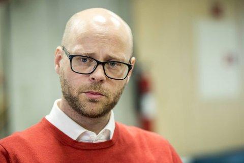 Pål Hafstad Thorsen er daglig leder i Sædalen Idrettslag. Han måtte personlig gripe inn for å stoppe utslippet av farlig kullos som ungdomspøbler sto bak.