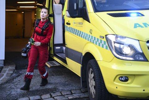Ambulansearbeidere skal kunne utføre livreddende behandling ved de fleste tilstander, en fagkompetanse Jennifer Olsen synes er spennende å tilegne seg.