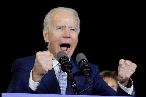 USAs tidligere visepresident Joe Biden, som for få uker siden ble spådd en elendig nominasjonskamp, gjorde det svært bra under nominasjonsvalget i de i alt 14 delstatene tirsdag