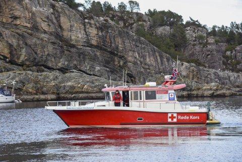 Selv om det har vært rolig i påsken for Røde Kors med tanke på skadetilfeller, har de patruljert rundt for å følge med. Her i Herdlefjorden ved Skorpo.
