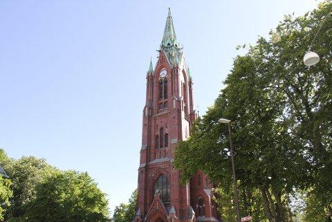 Siden 2017 har kirkespiret på toppen av Johanneskirken vært borte, og det vil nok gå lang tid ennå, før det vil være på plass igjen. Foto: TOM R. HJERTHOLM
