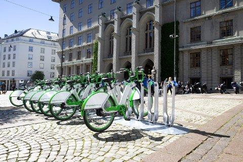 – Det er på tide å knytte bysyklene enda tettere til bybane og buss i Bergen, mener KrFU. FOTO: ANDERS KJØLEN