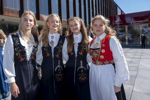 Isabel Frederking, Lena Nøst Hamre, Thea Wespestad og Cora Fonnes klar for seremoni i Grieghallen.