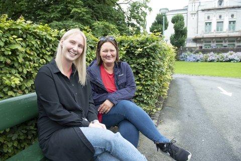 Madelén Skogman (t.v.) jobber ved Robin Hood-huset og har sendt 40 familier på ferie til Voss, blant dem Sonja Larsen og barna.
