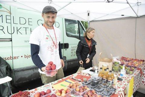 Anders Berqvam og Nina Steen har flyttet fra jobb og liv i Kirkenes til Sogndal for å drive fruktgård.