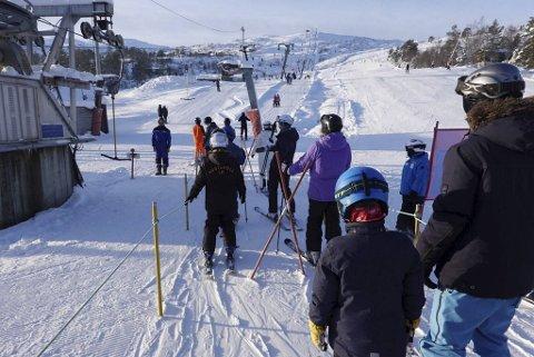 Det ble en drømmedag for alpinentusiastene som lørdag endelig kunne komme seg opp i bakkene i Furedalen.