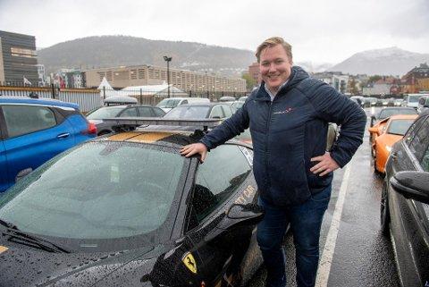 Christoffer Thomsen sier til BA at han ser frem til å endelig legge ut på tur. Nå setter gjengen med bilentusiaster kursen mot tørrere veier i Danmark.