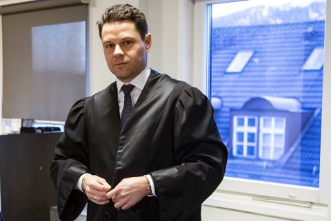Elden-advokat Erik Ulvesæter er forsvareren til bedrageritiltalte Eirik Hokstad.