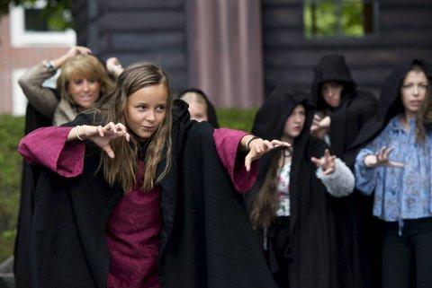 Linnea Selvik Hellesøy spilte unge Kristin i Fyllingsdalen teaters «Hekseringen» på Bergenhus festning sommeren 2017.