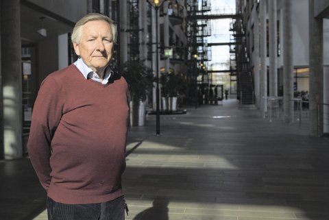 En liten måned før han fyller 73 år trapper Stener Kvinnsland ned. – Jeg har fått hilse på kreften igjen, forklarer Helse-Norges aldrende wonderboy. Han ble professor som 38-åring. Siden har det bare ballet på seg.