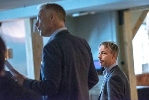 Geir Hove (t.v) og Knut Jørgen Hauge har møtt hverandre som motparter i den ene rettssaken etter den andre de siste årene. Nå er begge glade for at den tiden er forbi.