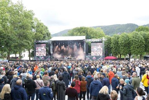 Det blir ikke helt som dette, men regjeringen åpner for at vi kan være flere på konserter og festivaler i sommer.