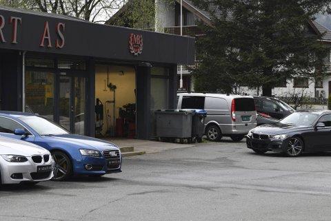 MB Auto har aldri hatt godkjent verksted på Kaland. Mye tyder på at det over tid har pågått ulovlig mekanisk arbeid her, noe MB Auto-eier Martin Dobrovolny avviser.