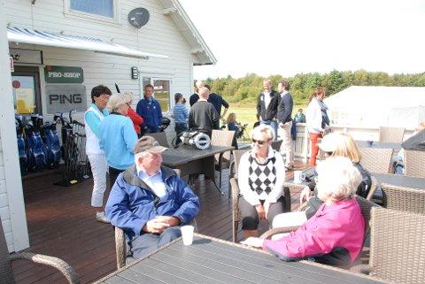 Torstein Furustøl og Torunn Molde var blant de mange som tilbrakte ettermiddagen og kvelden på golfbanen på Tungenes torsdag.