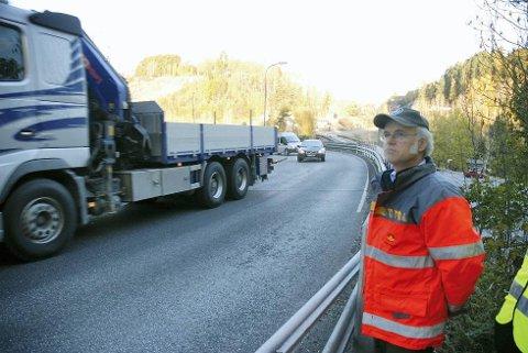 RUNDKJØRING: – Vi må forholde oss til direktivet vi har fått fra Samferdselsdepartementet, om ikke å anlegge rundkjøringer på sterkt trafikkerte hovedveier, sier Knut Erik Skogen.