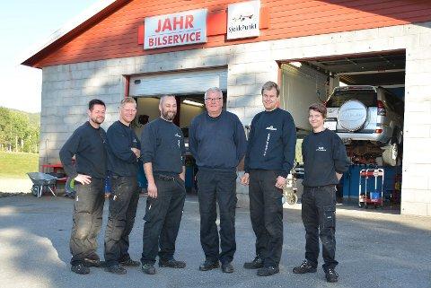 SOLID GJENG: Bent Andersen (f.v.), Vegard Brenna, Pål Freddy Johansen, Per Egil Ødenes, Morten Ødenes og Joachim Bretvik har over 120 års erfaring.