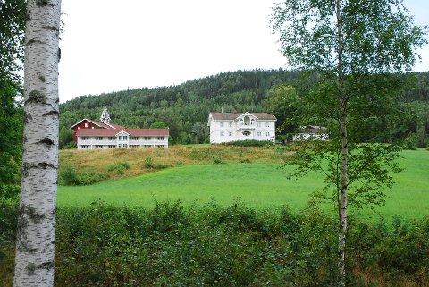 LANGE TRADISJONER: Ringnes gård har vært i familiens eie i 700 år.