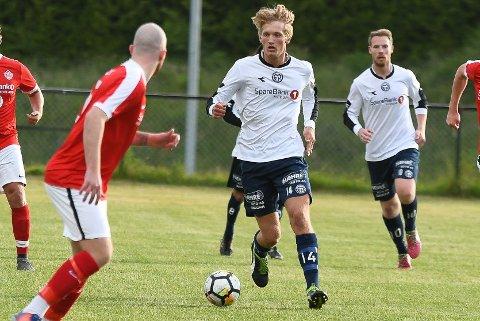 MÅLJEGER: Sivert Holth Sætra (18) scoret et flott brassemål mot Svelvik og får skryt av MFK-trener Stein Ellingsen.