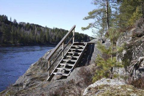 GODT TILRETTELAGT: Fiskestien langs Drammenselvas østbredd er godt tilrettelagt for fotturer.