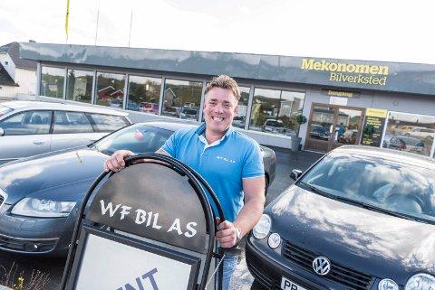 SELGER BILER OG EIENDOM: Werner Frøshaug driver selskaper i både bilbransjen og eiendomsbransjen. Bildet ble tatt da han åpnet WF Bil AS på Tyristrand, med Mekonomen bilverksted.