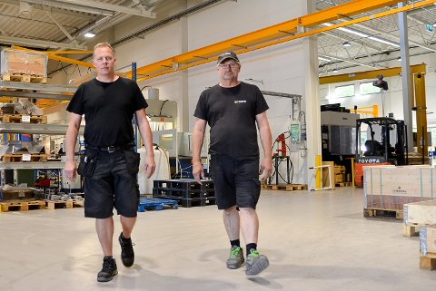 STREIKEFARE:  Yngve Martinsen (t.v.) og Bjørn Strand håper partene bli enige, slik at ansatte ved Westad slipper å bli tatt ut i streik fra fredag morgen.