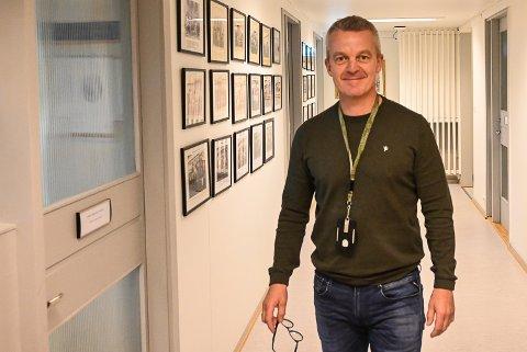 FEM AV SEKS: Kommunedirektør Jostein Harm, innstiller på at fem av seks søkere skal få koronapenger.
