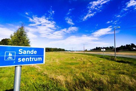 DRAMMEN ER BYEN: «Veien mellom Sande og Drammen er kort og for mange er det Drammen som er byen», skriver Asbjørn Ludvik Stavem i denne kronikken.
