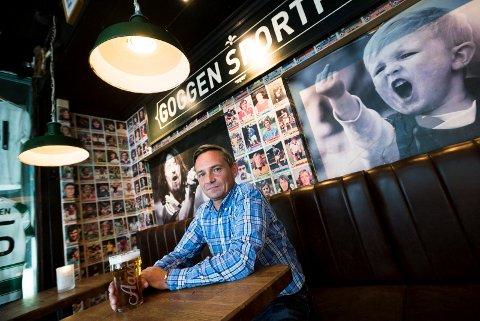 NEDGANG: I fjor solgte Goggen Sportpub mat og drikke - i størst grad øl - for 14,1 millioner kroner. Året før var inntektene på nesten 16 millioner. Daglig leder Tommy Christoffersen er ikke overrasket over nedgangen.
