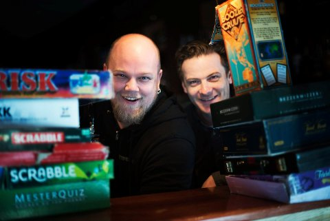 BRETTSPILL: Lasse Bjørnar Andersen i Brettspillshop fra den gang han arrangerte brettspillkveld på Rekord Bar sammen med Thomas Innstø i 2017.
