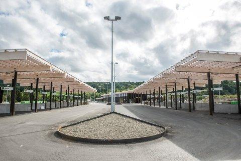 TI MILLIONER FOR DYR: Regnvær under arbeidene med grunn og betong gjorde denne gjenvinningsstasjonen på Lyngås i Lier ti millioner kroner dyrere. Men RfD vant ikke fram med kravet om erstatning.