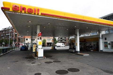 PÅGREPET HER: På denne bensinstasjonen sentralt på Strømsø ble Yousuf Gilani pågrepet mandag morgen, og tatt med i avhør. Han ble løslatt senere samme dag.