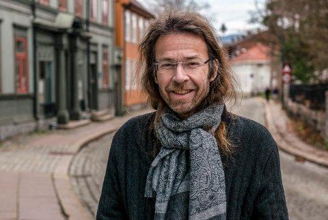 ILDSJEL: Arne Holm er leder i lokalavdelingen av Fortidsminneforeningen, og brenner for bevaring av verneverdige hus og miljøer.