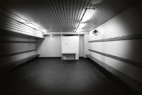 OSLO 20020704: Bislett Stadion. Interiør fra garderobe. Foto: Bjørn Sigurdsøn / SCANPIX