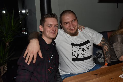 TOK SEIEREN MED HJEM: Navnkompisene Martin (28) og Martin (29) viste seg å være et godt team under quiz-kvelden. De stakk av med seieren, og var de som kunne mest om filmene Ringenes herre og Hobbiten.