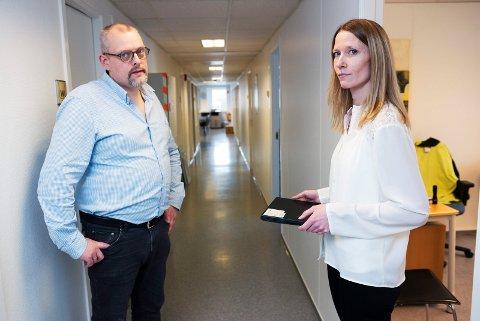 TRIST DAG: Torsdag hadde hovedverneombud Janne Herberg sin siste arbeidsdag hos fabrikksjef Joakim Holm-Hansen hos Solenis på Eikhaugen.