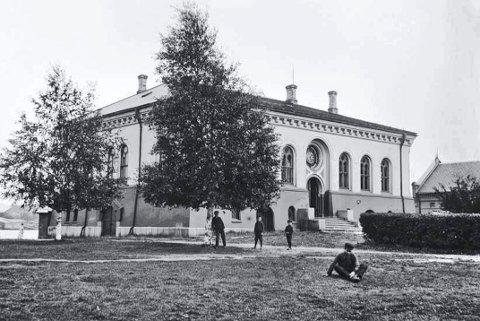 100 ÅR GAMMELT BILDE: Tollboden fotografert trolig i begynnelsen av 1920-årene.
