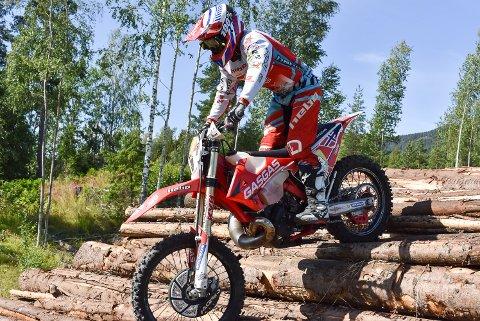 EKSTREM ENDURO: Ib Vegard Andersen trives med motorsykkel.