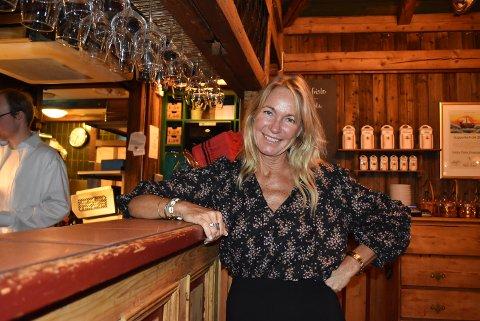 HOLDER PÅ KUNDENE: Lizzis Pizza startet opp i 1983, og er ifølge daglig leder Ane Hellebust byens eldste rene pizzarestaurant. Restauranten har solid økonomi og har hatt innteksøkning omtrent hver år siden åpningen. Hellebust har jobbet på Lizzis siden hun var 15 år.