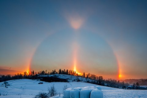Tilsynelatende tre soler lyste opp himmelen i Røyken tirsdag.
