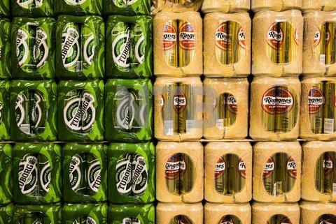 Høy etterspørsel etter drikke på boks samtidig som at det er en internasjonal mangel på råvarer til aluminiumsbokser, kan føre til at norske bryggerier går tomme for enkelte varer i sommer. Foto: Berit Roald / NTB