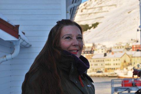 ALLE ER VELKOMNE: Kari Lene Olsen håper både kvinner og menn dukker opp på markeringen av kvinnedagen på fredag.